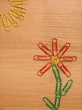 Blume und die Sonne der Heftklammer Stockbild