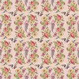 Blume und Feder winden nahtloses Muster mit purpurrotem Hintergrund Lizenzfreies Stockbild