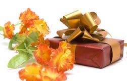 Blume und Geschenk Stockfotografie