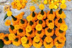 Blume verkauft für das Abwehren des Tempels Stockfoto
