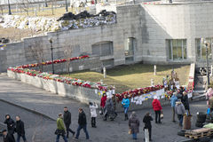 Blumen auf den Barrikaden von Kiew Lizenzfreies Stockfoto