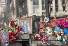 Blumen auf den Barrikaden von Kiew Lizenzfreie Stockfotografie