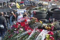 Blumen auf den Barrikaden von Kiew Stockbild