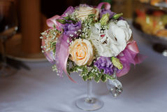 Blumen auf der Tabelle Lizenzfreies Stockfoto