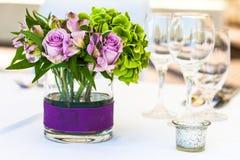 Blumen auf einer Tabelle Stockfotografie