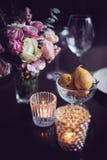 Blumen auf einer Tabelle Lizenzfreie Stockbilder