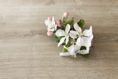 Blumen auf Tabelle Lizenzfreies Stockfoto