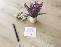 Blumen auf Tabelle Lizenzfreie Stockfotografie