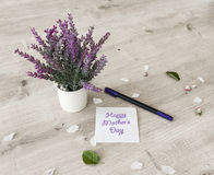 Blumen auf Tabelle Stockfotografie