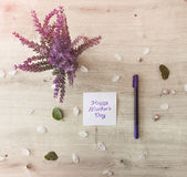 Blumen auf Tabelle Lizenzfreie Stockbilder