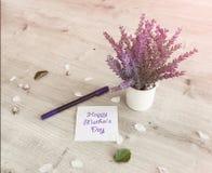 Blumen auf Tabelle Stockfotos
