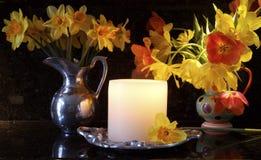 Blumen in der Küche stockfotos