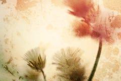 Blumen in der Weinlesefarbart auf Maulbeerpapierbeschaffenheit Stockfotos