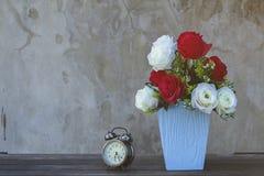 Blumen in einem Vase Abbildung der roten Lilie Lizenzfreies Stockfoto