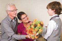 Blumen für Großmutter und Opa stockbild