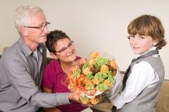 Blumen für Großmutter und Opa stockbilder