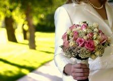 Blumen für eine Braut an ihrer Hochzeit Lizenzfreie Stockbilder