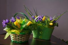 Blumen Gelber Tulpen- und Irisblumenstrauß Lizenzfreie Stockfotografie