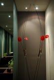 Blumen im Badezimmer Stockfotos