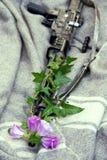 Blumen im Gewehr Lizenzfreie Stockfotos