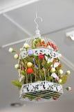 Blumen im Käfig Stockfotos