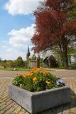 Blumen im niederländischen Dorf Stockfoto