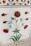 Blumen-Pietra-dura (Parchin-kami) Arbeit in Taj Mahal, die kostbaren und Halbedelsteine enthalten Lizenzfreie Stockfotos