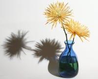 Blumen u. Vase Stockfoto