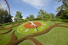 Blumen-Uhr der Schweiz Genf, genannt L ` horloge fleurie Stockbilder