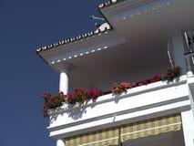 Blumen und Architektur in Nerja Spanien Lizenzfreie Stockfotos
