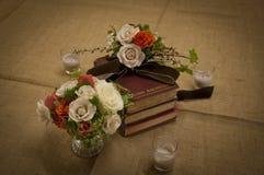 Blumen und Bücher Stockfotografie