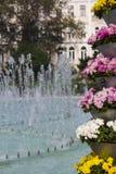Blumen und Brunnen, Sofia, Bulgarien Stockfotografie