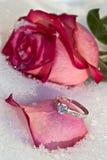 Blumen und Juwelier lizenzfreies stockbild