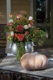 Blumen und Kürbis Stockbild
