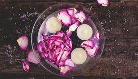 Blumen und Kerzen Lizenzfreies Stockfoto