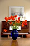 Blumen und Klavier Stockfotos
