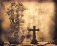 Blumen und Kreuz lizenzfreie stockbilder