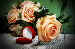 Blumen und Ringe Lizenzfreies Stockbild