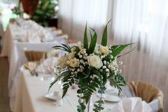 Blumen und Stühle Stockfotografie