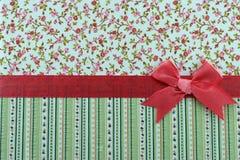 Blumen- und Streifengewebe mit Farbband stockfoto