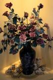 Blumen-Vase mit China-Satz Stockbilder
