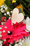 Blumenanordnung des Valentinsgrußes Lizenzfreies Stockbild