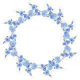 Blumenaquarellkranz mit blauen Blumen auf einem weißen Hintergrund Stockfoto