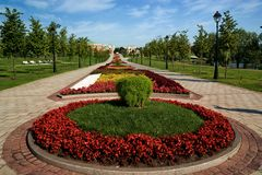 Blumenbett im formalen Garten Stockbild