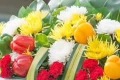 Blumenblumenstrauß mit kühlem Lizenzfreie Stockbilder