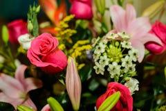 Blumenblumenstrauß - rote Rosen Stockfotografie