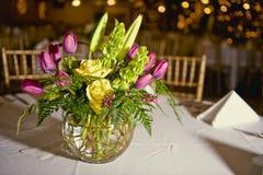 Blumenblumenstraußmittelstück Lizenzfreie Stockfotografie