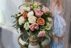Blumenblumenstraußvase Stockfoto