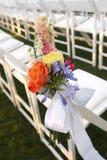 Blumendekor auf weißem Stuhl Lizenzfreies Stockfoto
