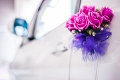 Blumendekoration auf Auto lizenzfreie stockfotografie